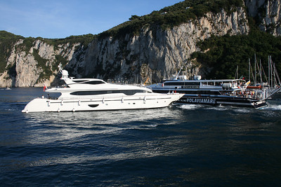 HSC SUPER FLYTE departing from Capri to Sorrento. Near collision with a yacht.