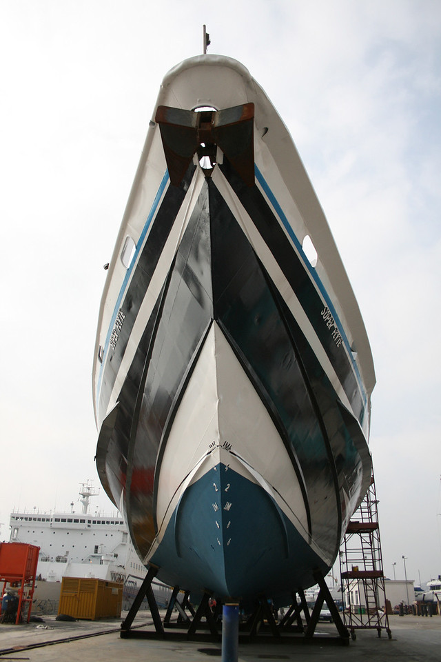 HSC SUPER FLYTE in winter laid up in dry.