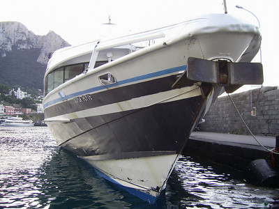HSC SUPER FLYTE moored in Capri. A view of the bow.