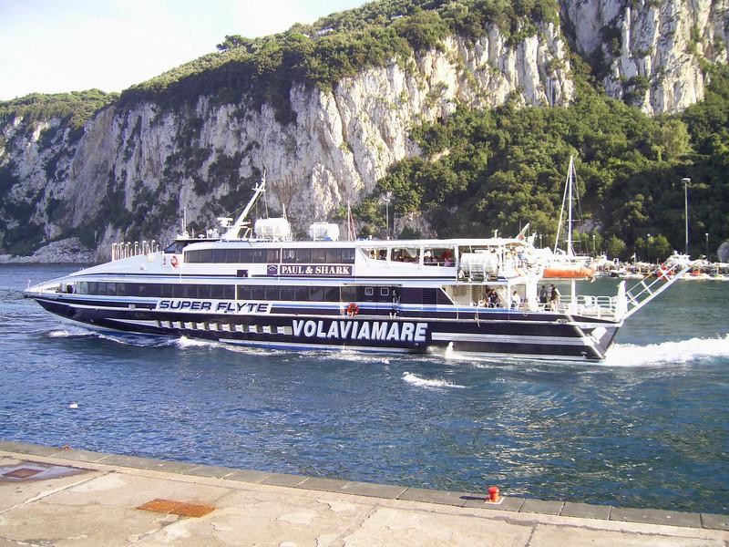 HSC SUPER FLYTE departing from Capri to Sorrento.