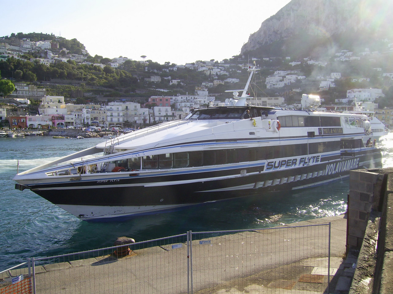 HSC SUPER FLYTE unmooring in Capri.