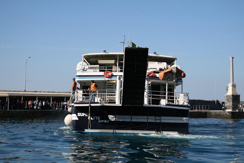 2011 - HSC SUPER FLYTE maneuvering in Capri.