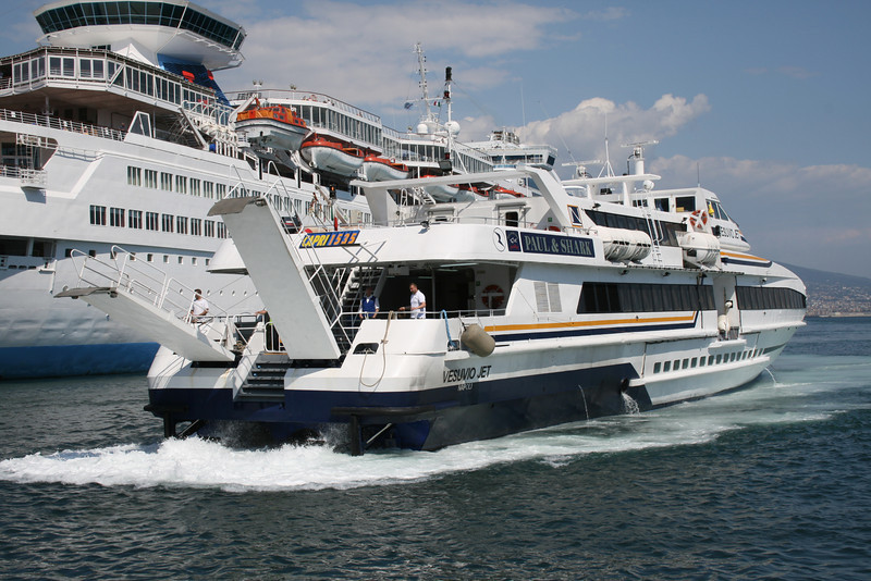 2010 - VESUVIO JET approaching astern in Napoli.
