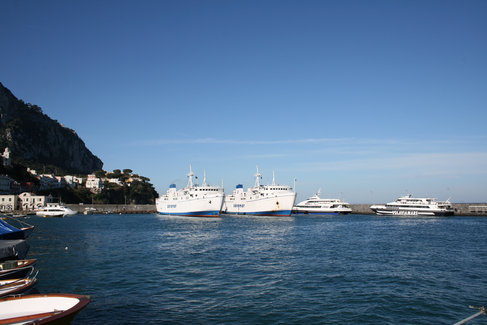 2011 - Sisterships NAIADE and ADEONA together in the small port of Capri. It 's the first time in many years this has happened for a long time, due to works on fast ferries that usually sail on these routes.