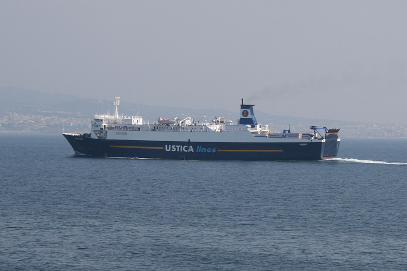 2009 - F/B AMMARI' arriving to Napoli.