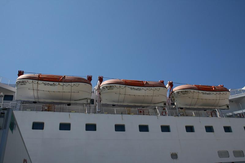 2010 - F/B ATHARA : lifeboats.