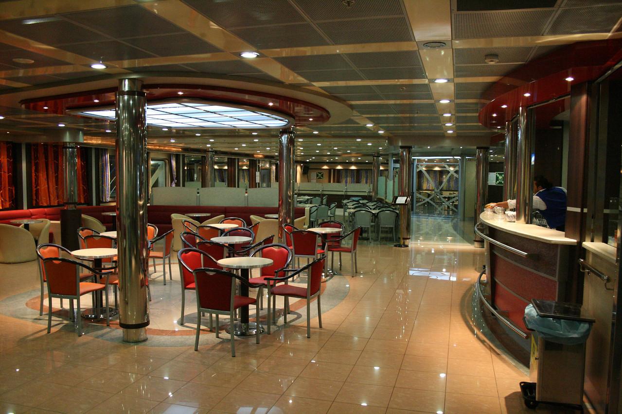 2009 - On board F/B CARTOUR GAMMA : the bar.