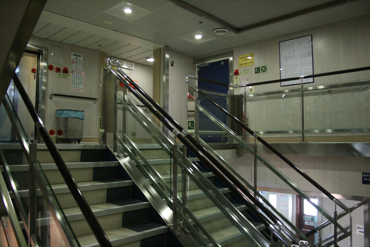 2009 - On board F/B CARTOUR GAMMA : stairs.