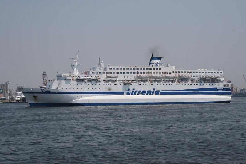 2010 - F/B CLODIA arriving to Napoli.