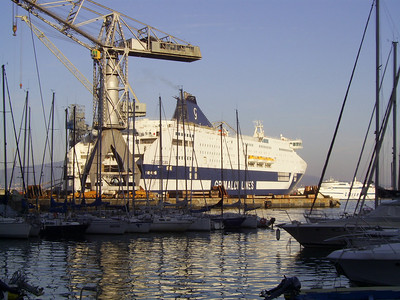 2007 - CRUISE ROMA in construction at Castellammare di Stabia. At bottom SCATTO.