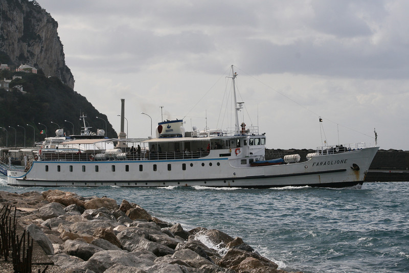 2008 - F/B FARAGLIONE departing from Capri. From 1964 to 2008 the fastest traditional ferry on Sorrento - Capri route.