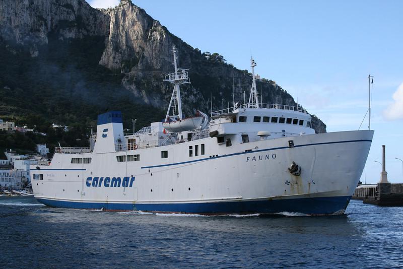 2009 - F/B FAUNO departing from Capri.