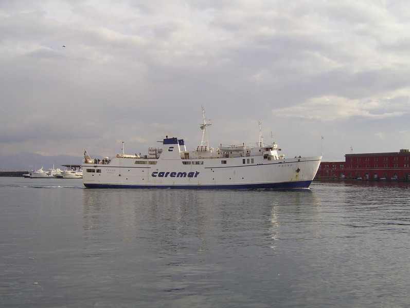 2007 - F/B FAUNO arriving in Napoli.