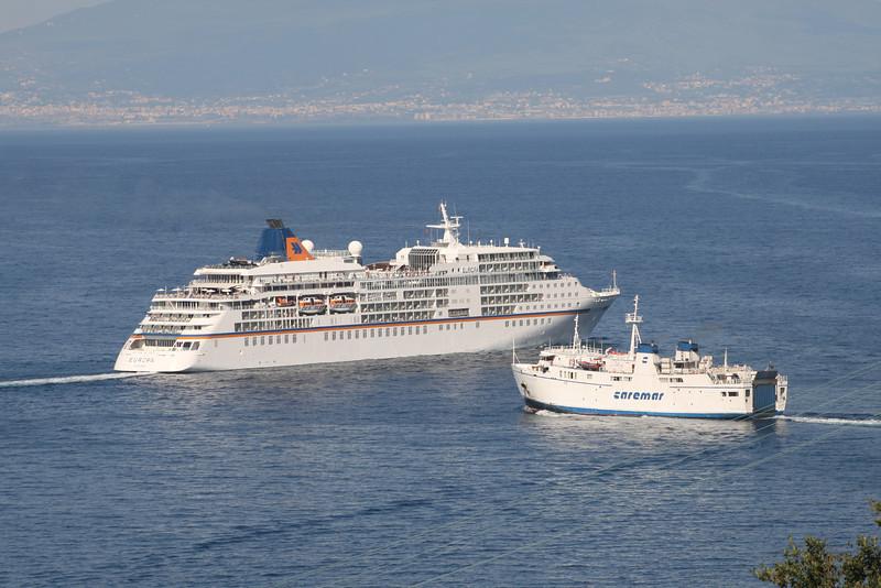 2010 - M/S EUROPA and F/B FAUNO on a collision course offshore Capri.