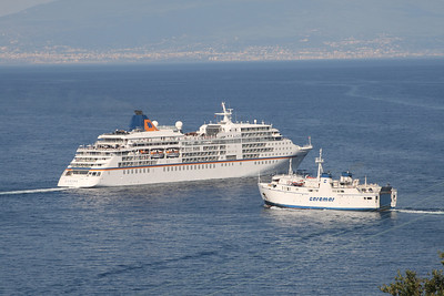 2010 - M/S EUROPA and F/B FAUNO on a collision course offshore Capri.
