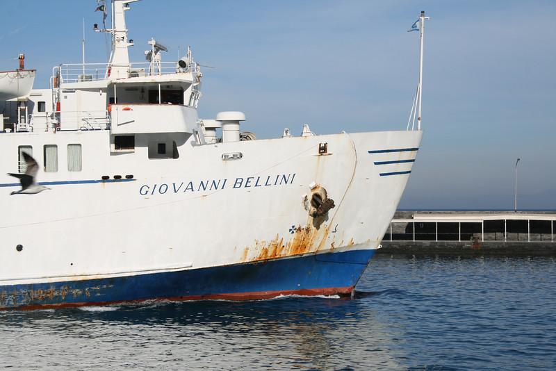 2011 - F/B GIOVANNI BELLINI departing from Capri.