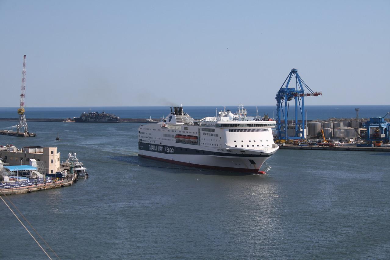 2010 - F/B LA SUPERBA arriving in Genova.
