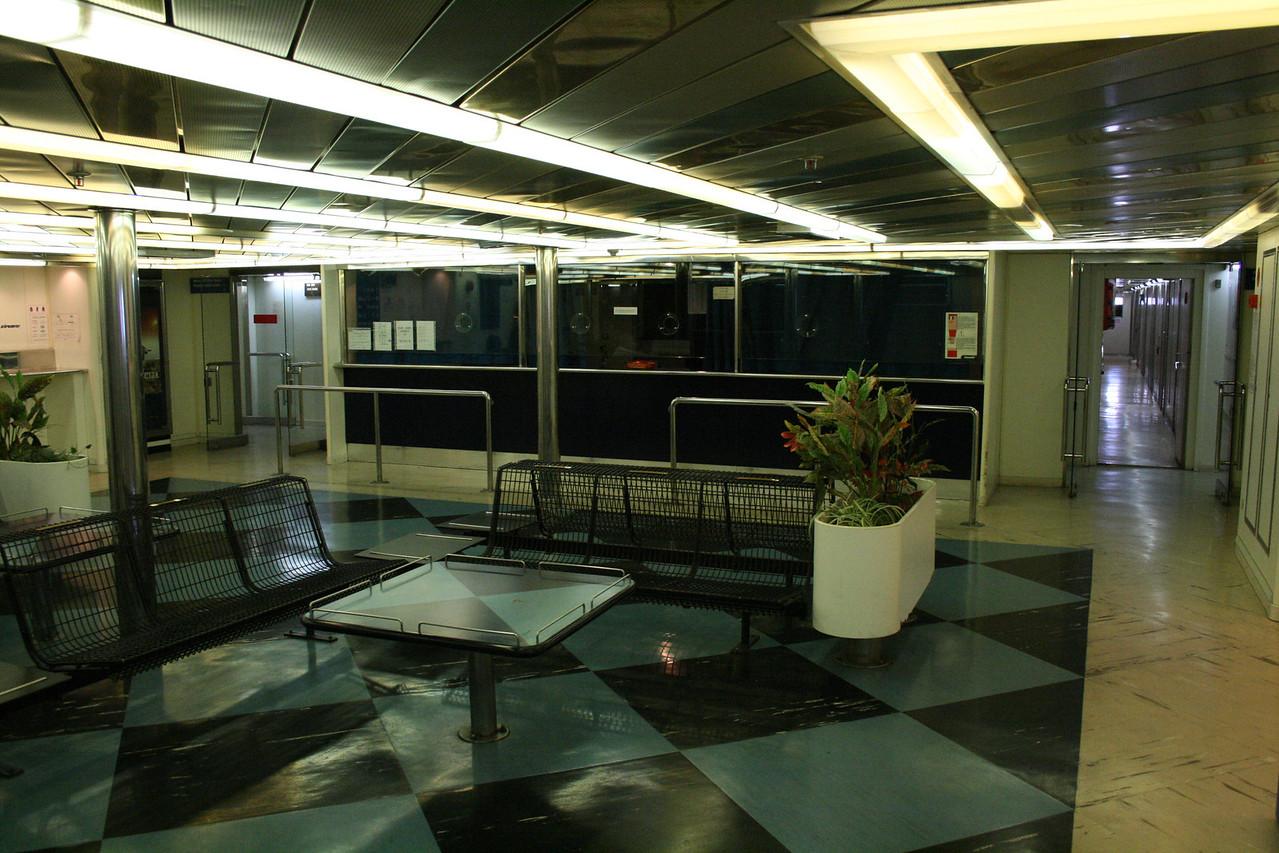 2009 - On board LAURANA : reception, deck 5.