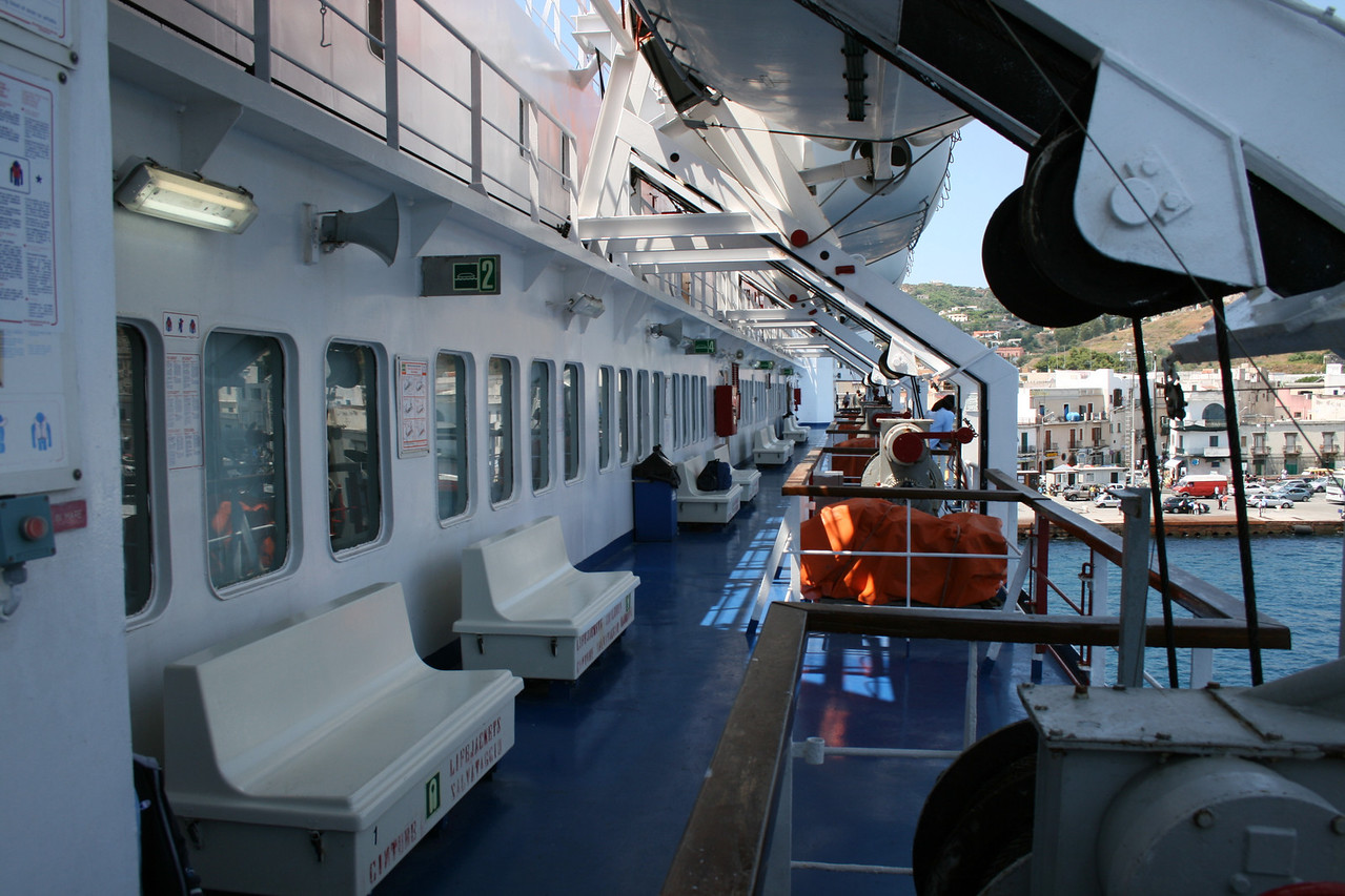 2009 - On board LAURANA : walkway, deck 7.