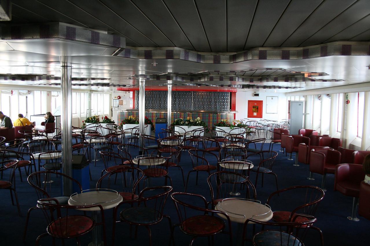 2009 - On board LAURANA : the bar, deck 7.
