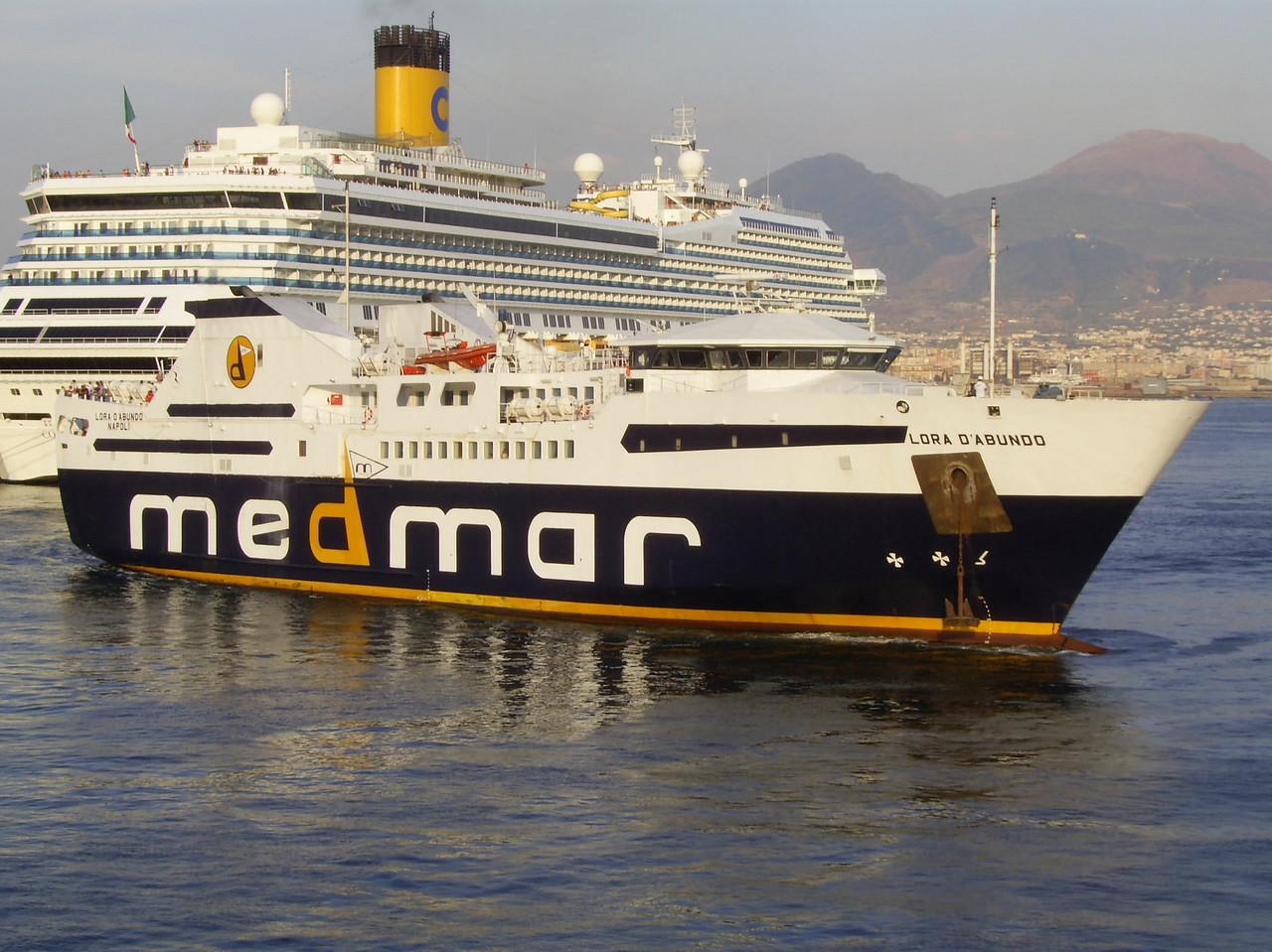 2007 - F/B LORA D'ABUNDO arriving to Napoli.