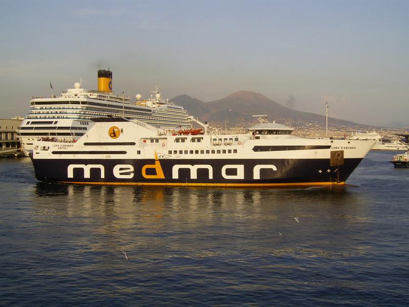 2007 - F/B LORA D'ABUNDO maneuvering in Napoli.