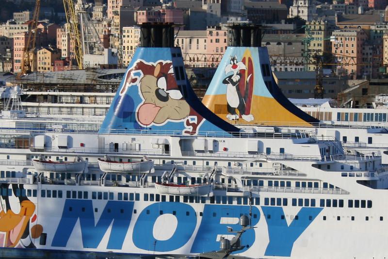 2009 - F/B MOBY OTTA & MOBY DREA : winter laid-up in Genova, funnels.