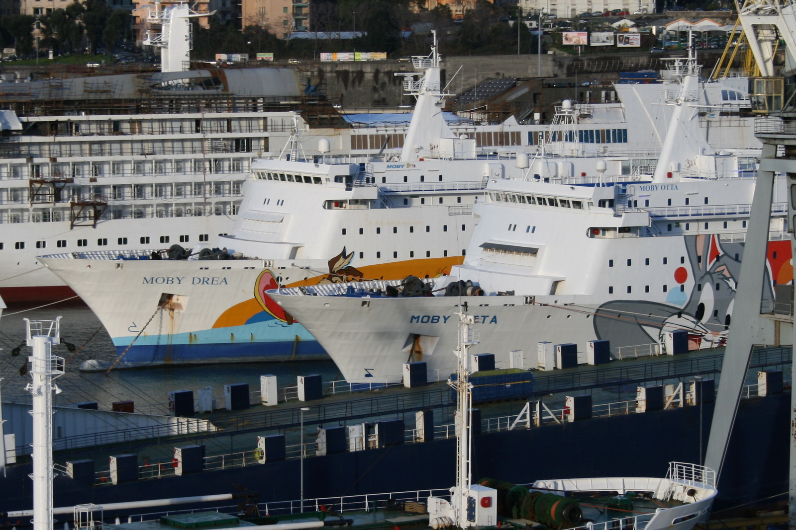 2009 - F/B MOBY OTTA & MOBY DREA : winter laid-up in Genova.