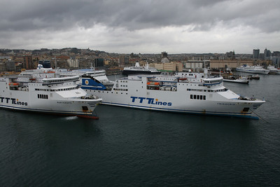 2009 - Sisterships PARTENOPE and TRINACRIA in Napoli.