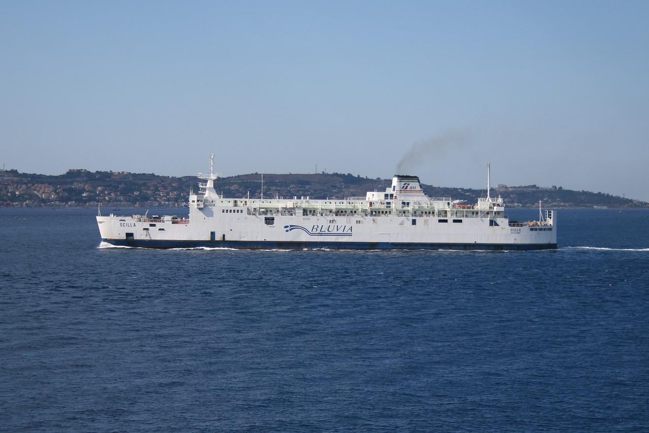 2010 - Trainferry SCILLA crossing the strait of Messina.