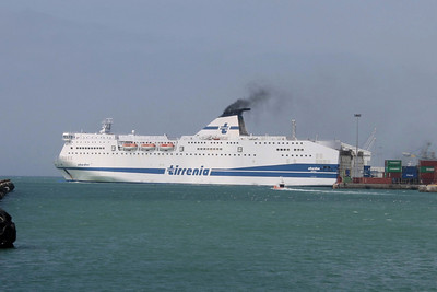 2008 - F/B SHARDEN maneuvering in Civitavecchia.