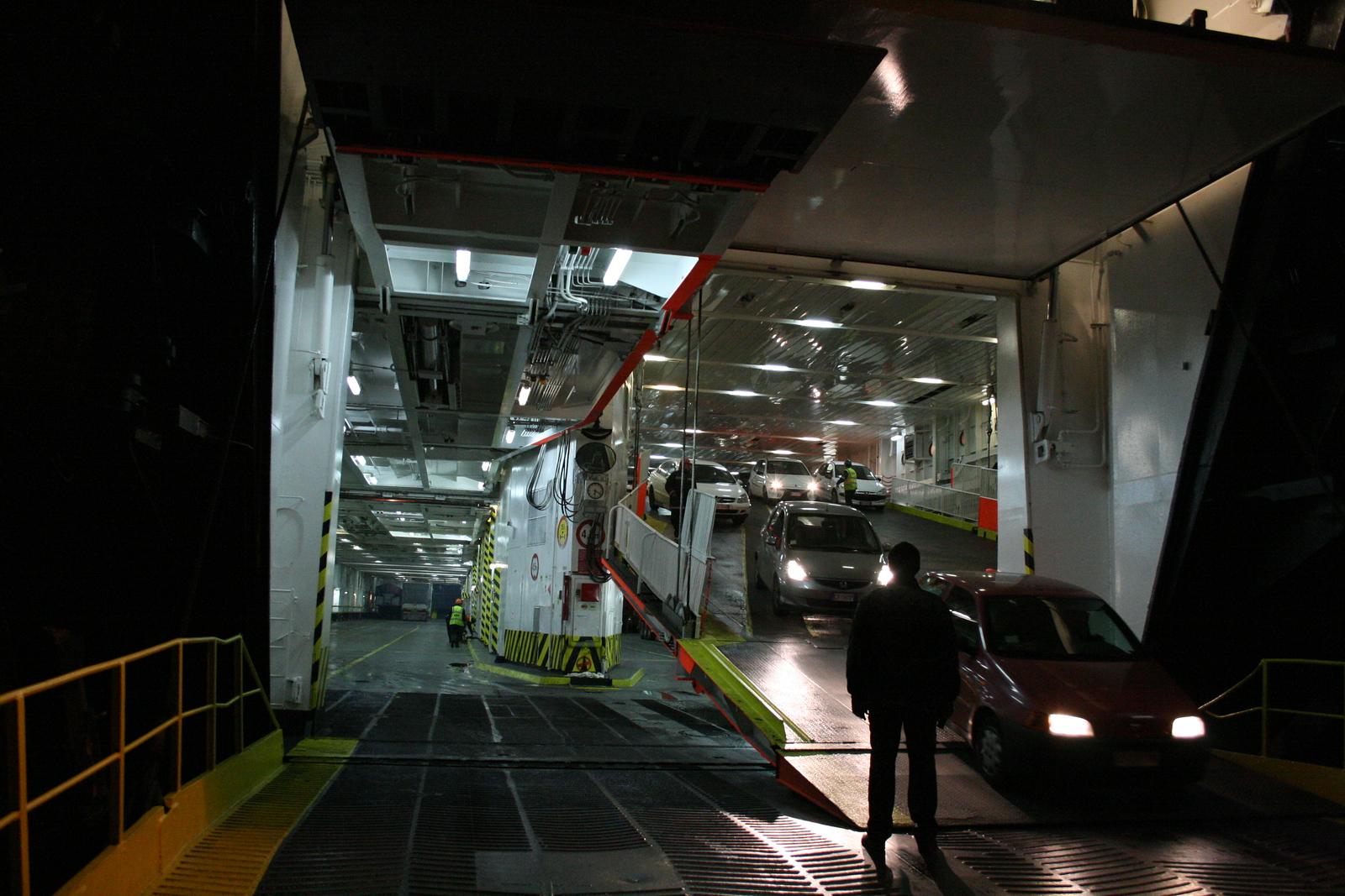 2008 - F/B SNAV TOSCANA disembarking cars in Olbia.