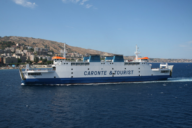 2010 - TREMESTIERI arriving to Messina.
