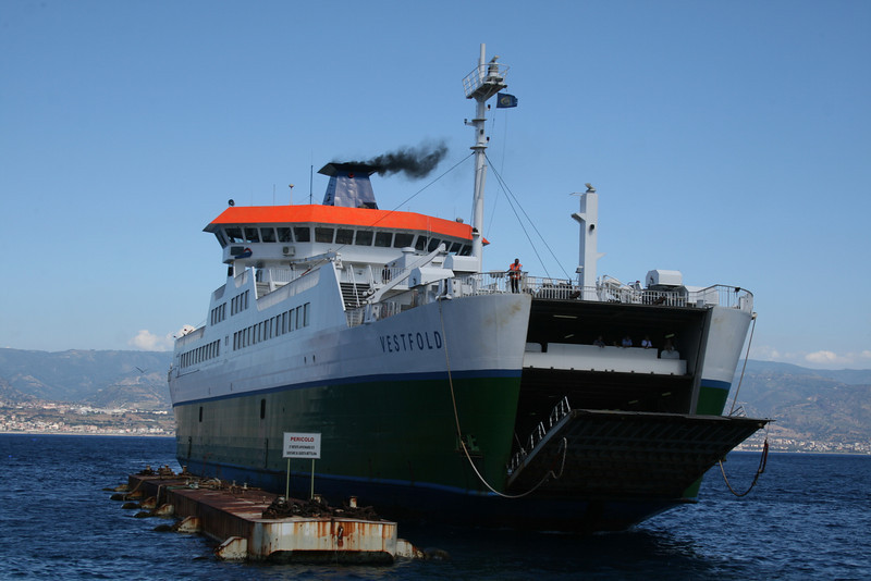 2010 - VESTFOLD arriving to Messina.