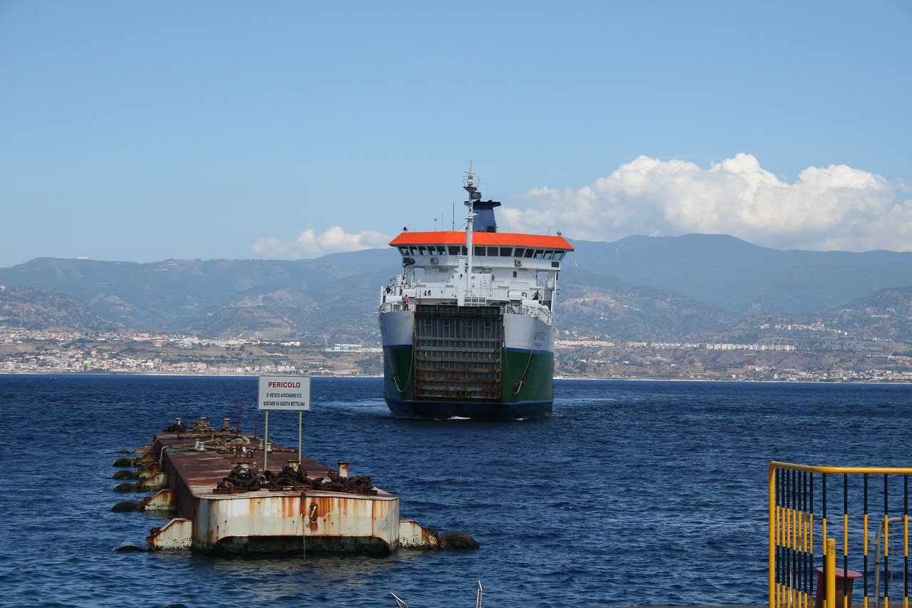 2010 - VESTFOLD arriving to Messina.