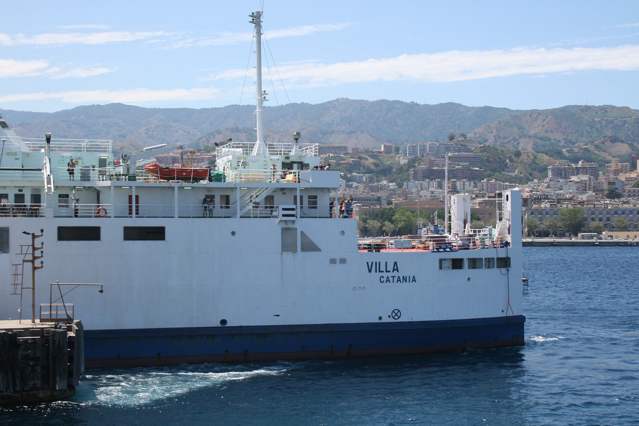 2010 - Trainferry VILLA departing from Messina.