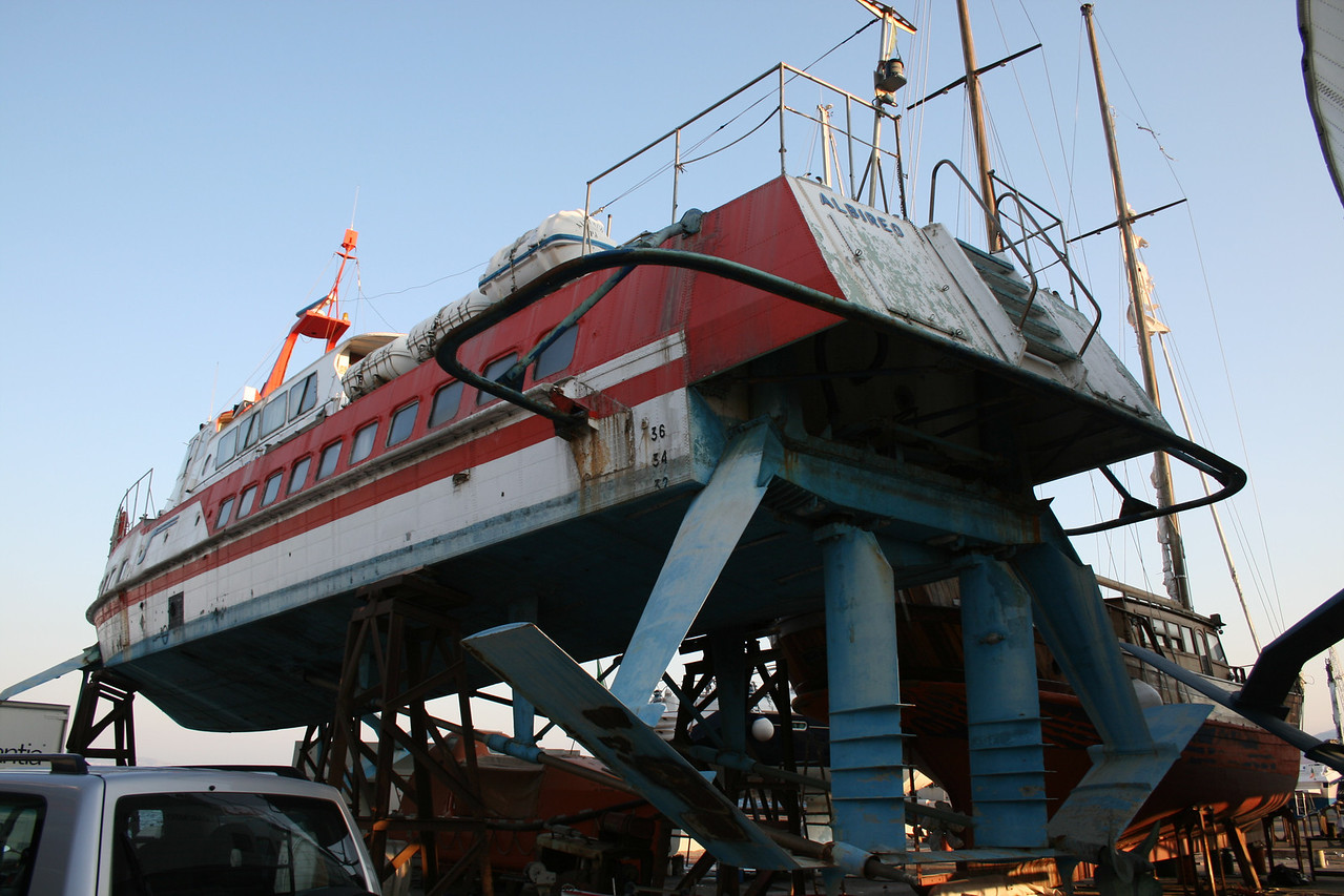 2009 - Hydrofoil ALBIREO hauled and laid up in Messina.