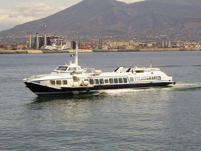 Hydrofoil ALIEOLO arriving to Napoli.