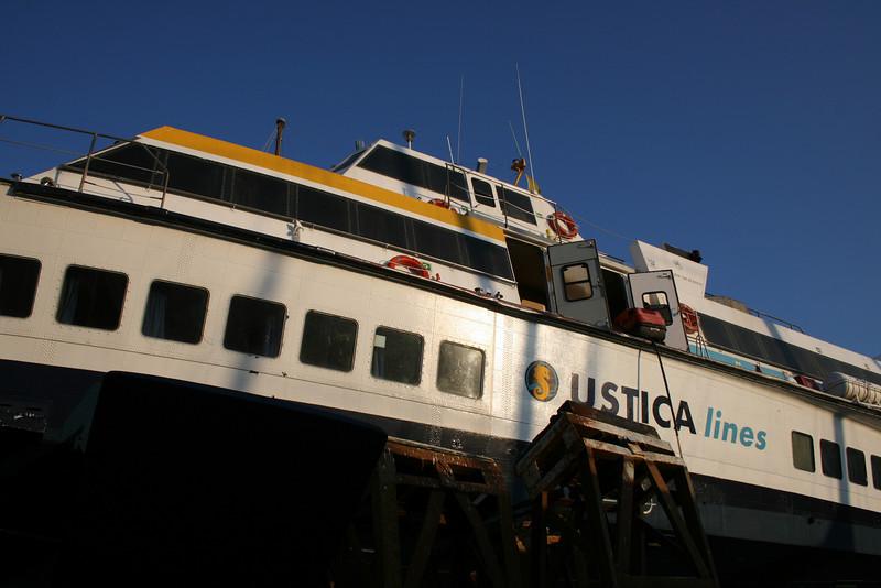Hydrofoil ALIJUMBO MESSINA hauled in Messina.
