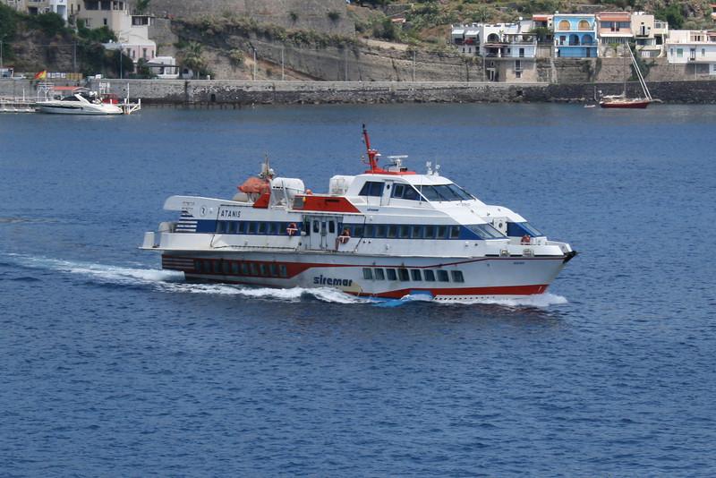 2009 - Hydrofoil ATANIS departing from Lipari.
