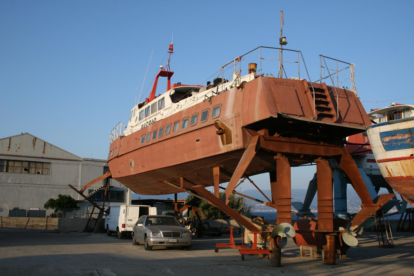 2009 - Hydrofoil DUCCIO laid up in dry dock in Messina.