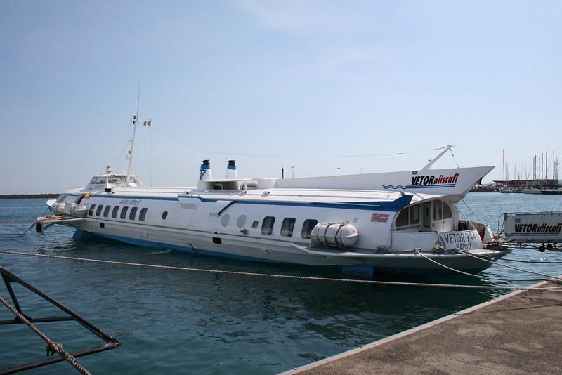 2011 - Hydrofoil VETOR 944 in Formia.