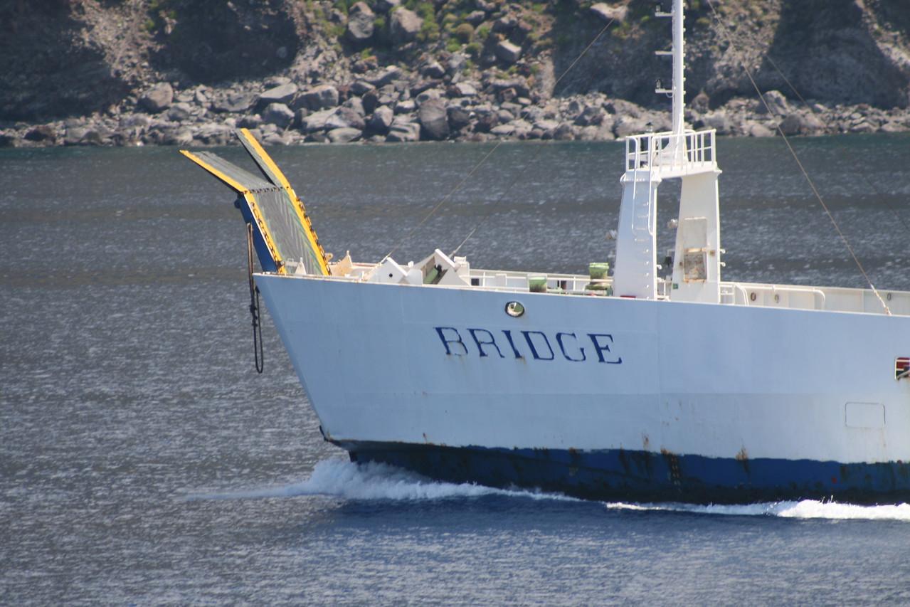 Two-way open deck ferry BRIDGE : bow as stern.