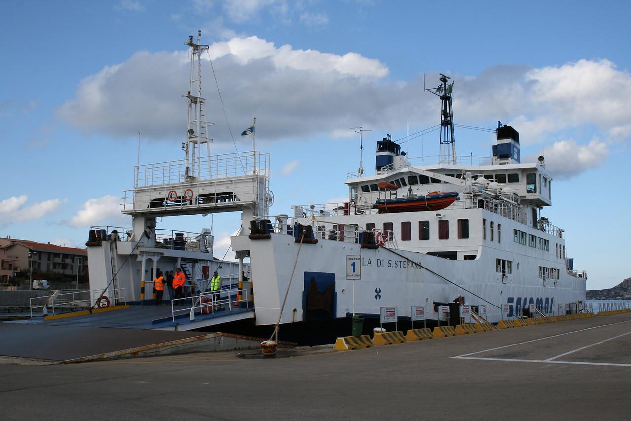 2008 - F/B ISOLA DI S.STEFANO embarking in Palau to La Maddalena.