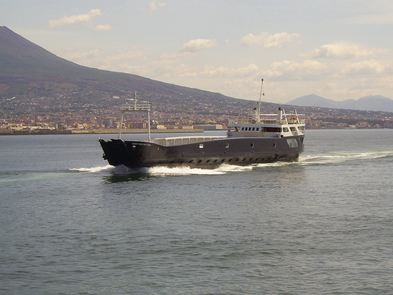 2007 - TOURIST FERRY BOAT PRIMO arriving to Napoli.