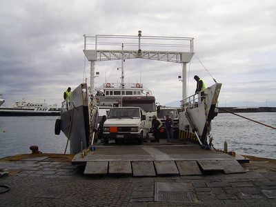 2009 - TOURIST FERRY BOAT III in Capri, embarking garbage and special transports.