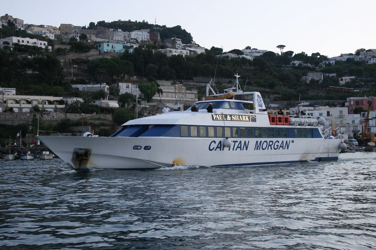 ISCHIAMAR departing from Capri to Ischia.