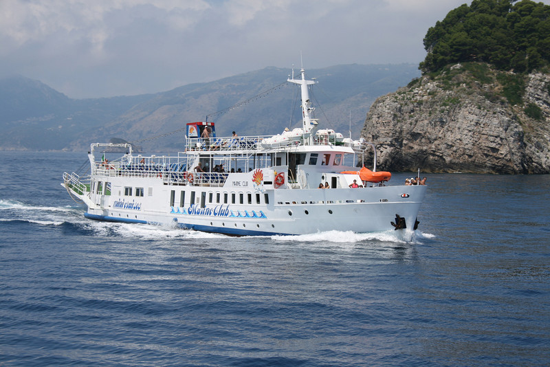 2009 - M/S MARINE CLUB coasting Li Galli islands on route to Positano.