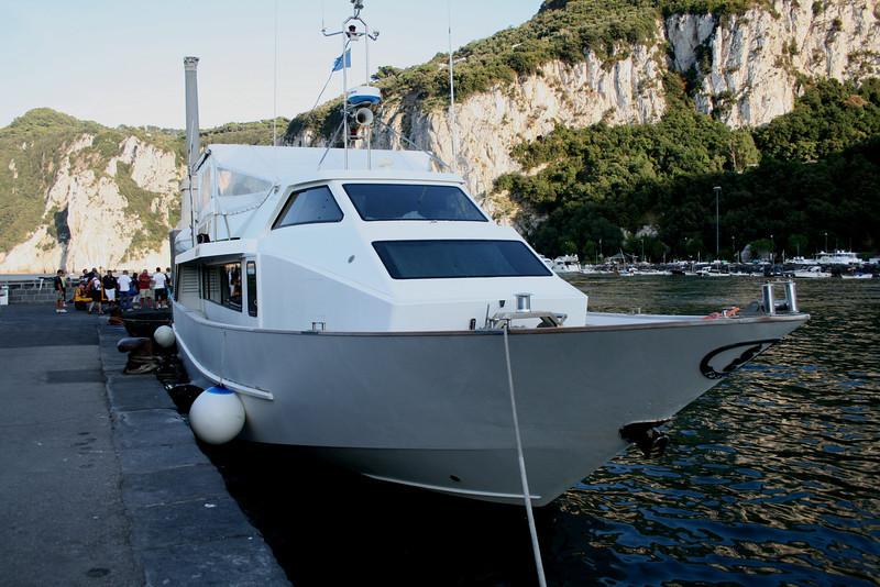 2008 - M/V POSITANO JET in Capri embarking to Positano.