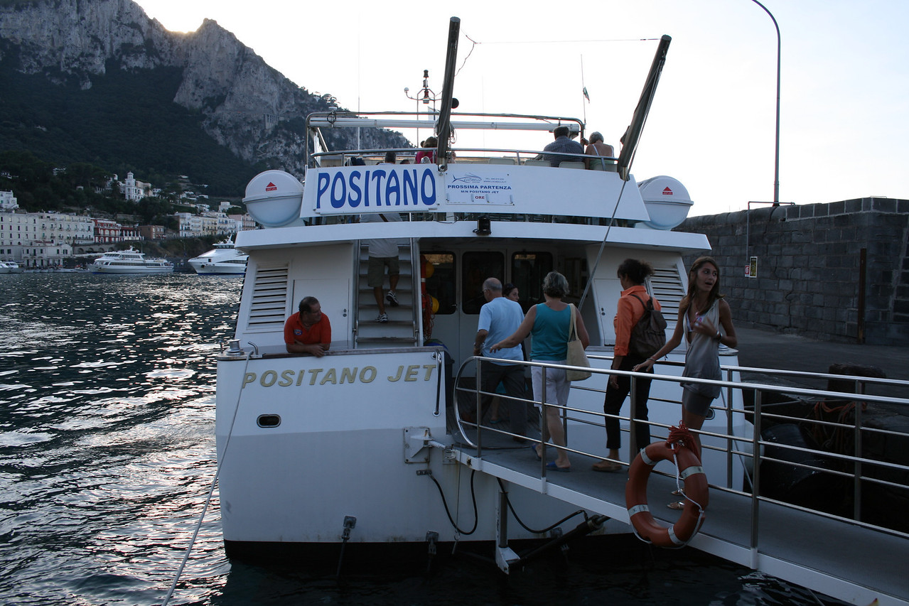 2008 - M/V POSITANO JET in Capri embarking to Positano.